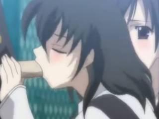 Deux copines de classes hentai sucent le même mec